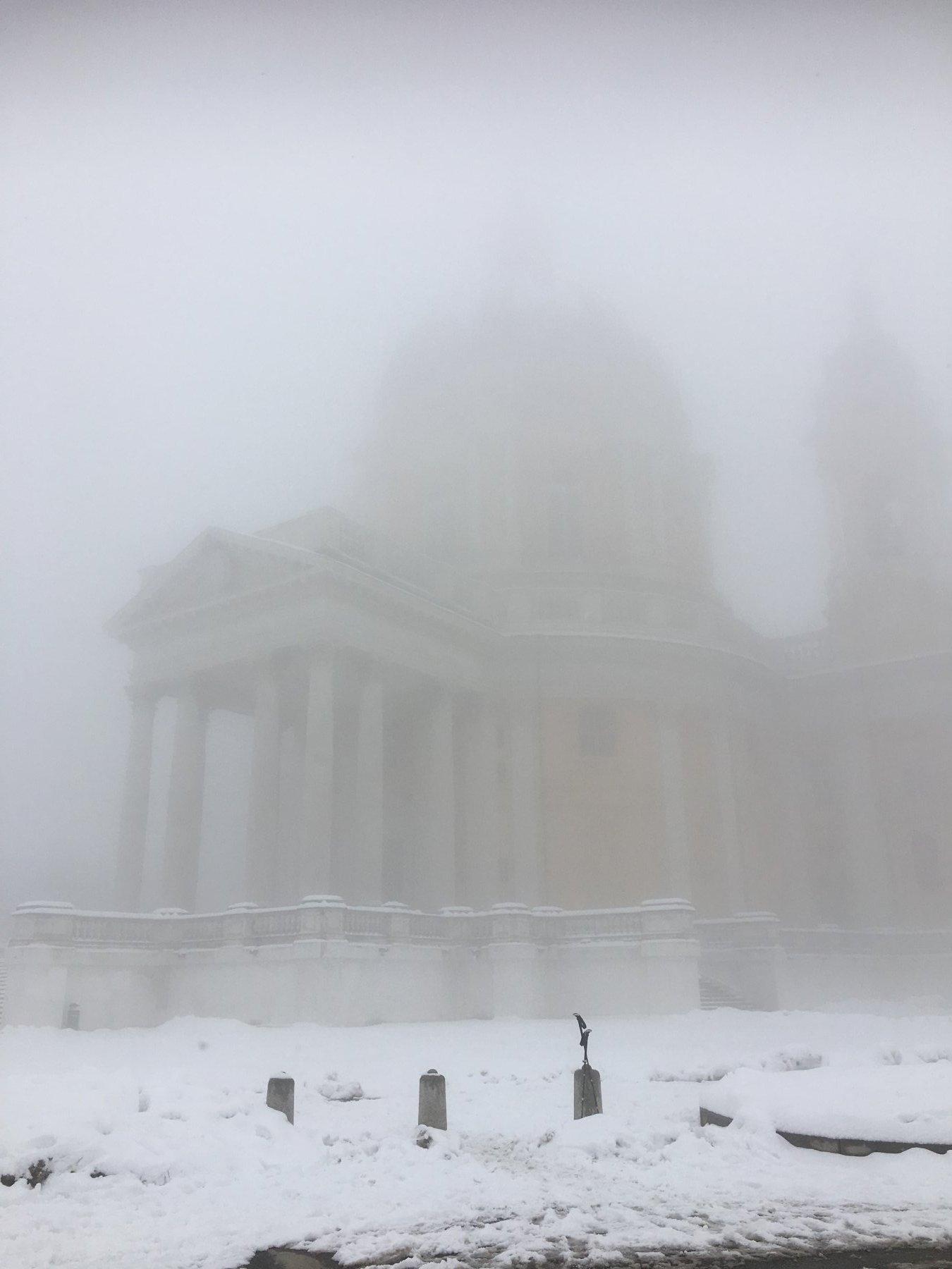 Nebbia alla Basilica.