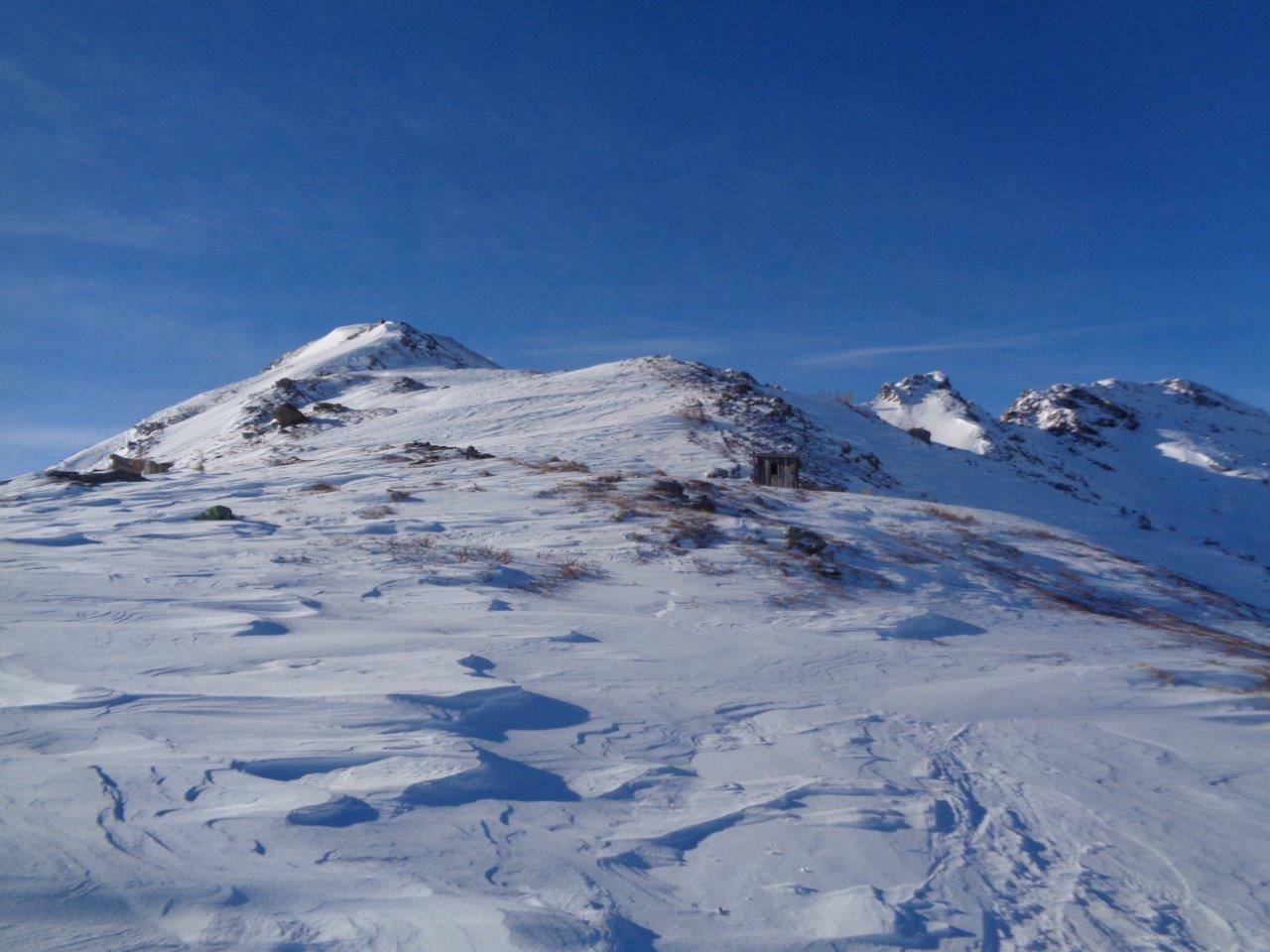 in prossimità della vetta; tratto finale un po' spelacchiato, ma con ottime possibilità di discesa in sci