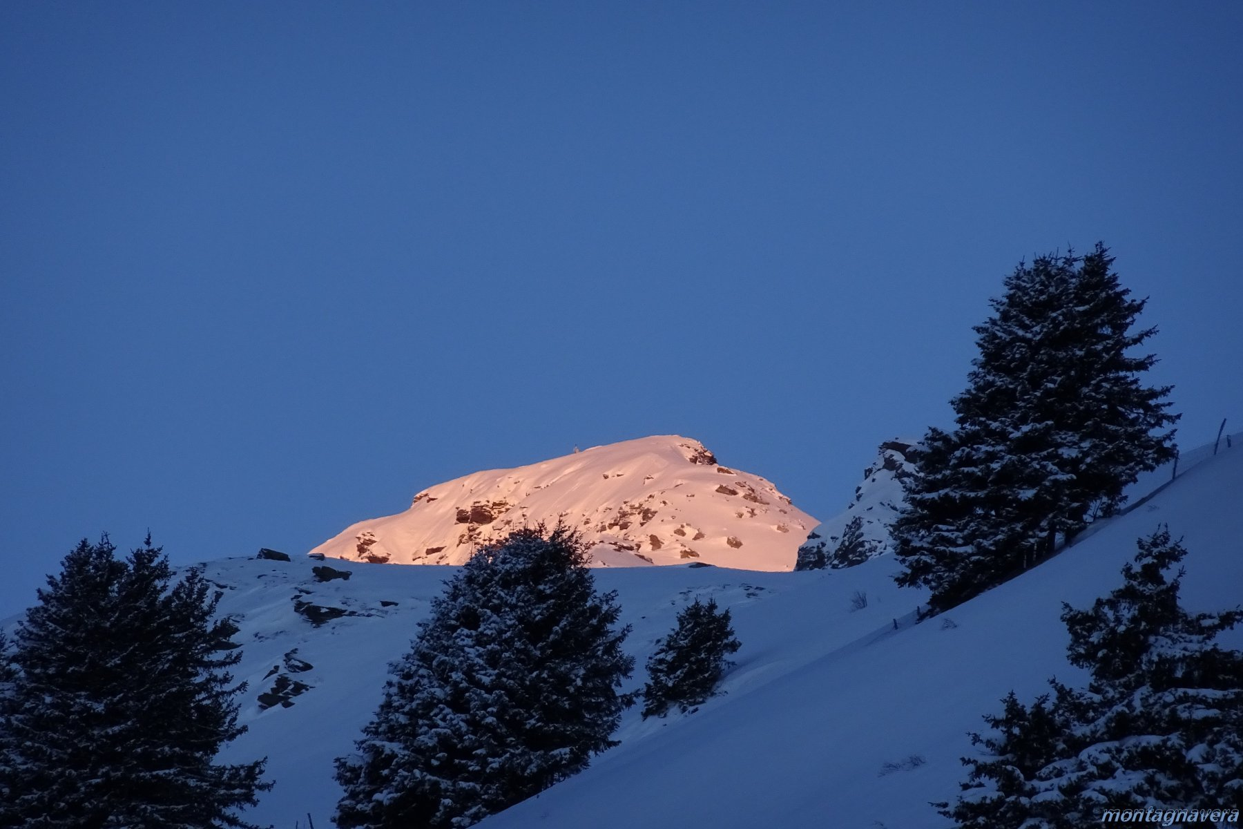zoom, primo sole sulla cima