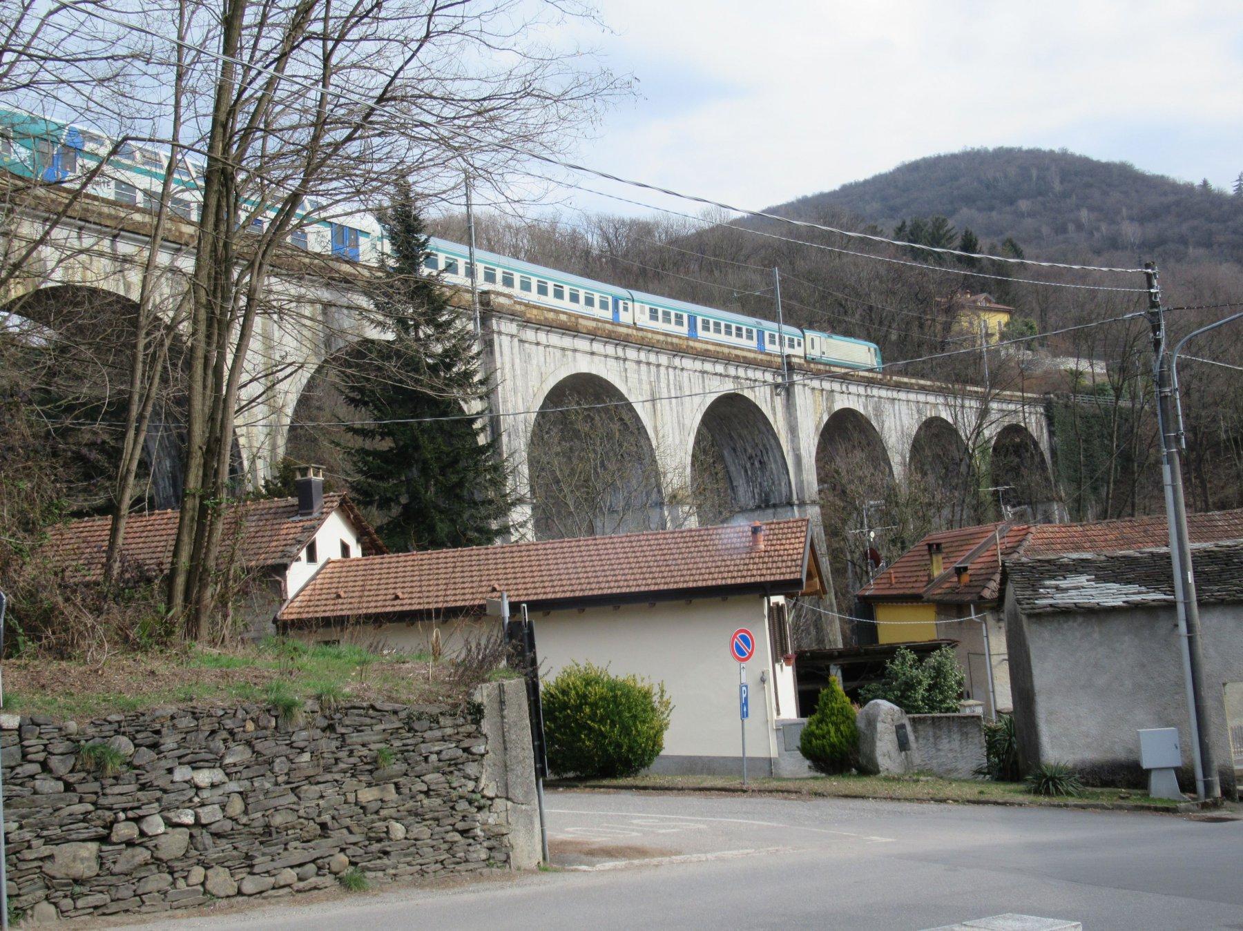 Il viadotto ferroviario sotto cui dobbiamo passare
