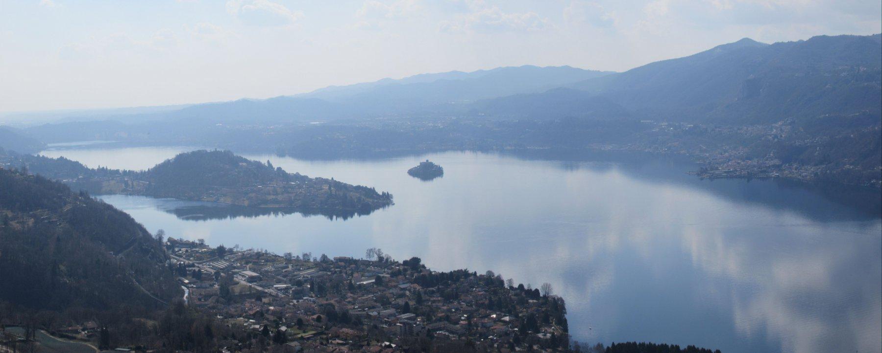 Vista su Orta e il suo Lago