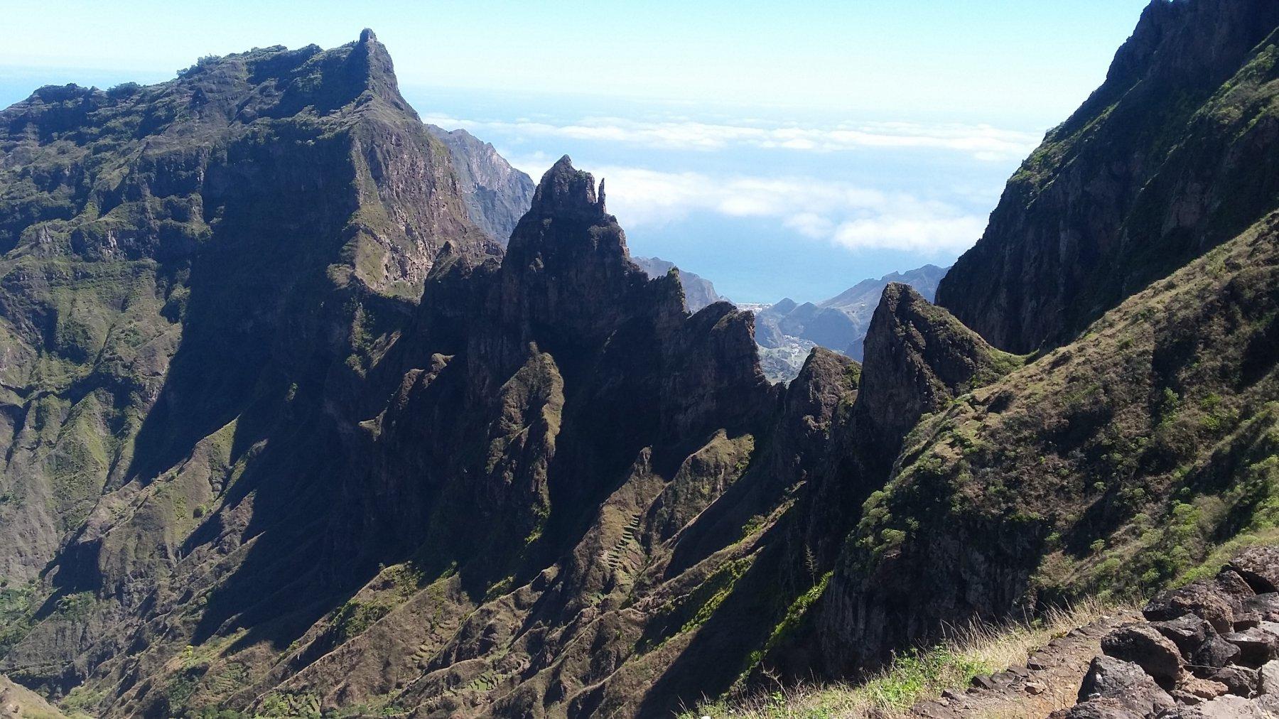 la cresta che divide le due valli