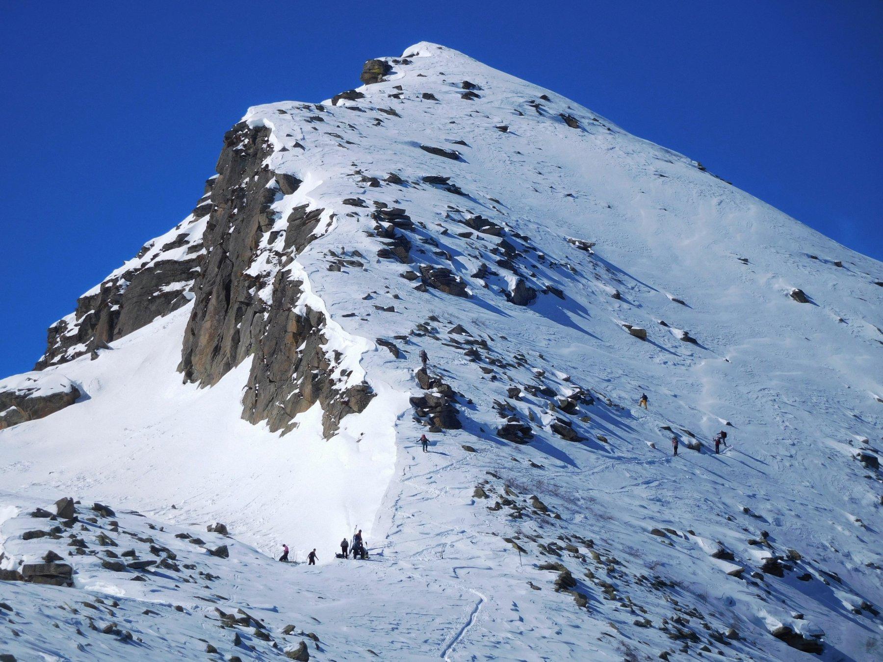 ultimi metri con gli sci (visti dalla Mejdia)