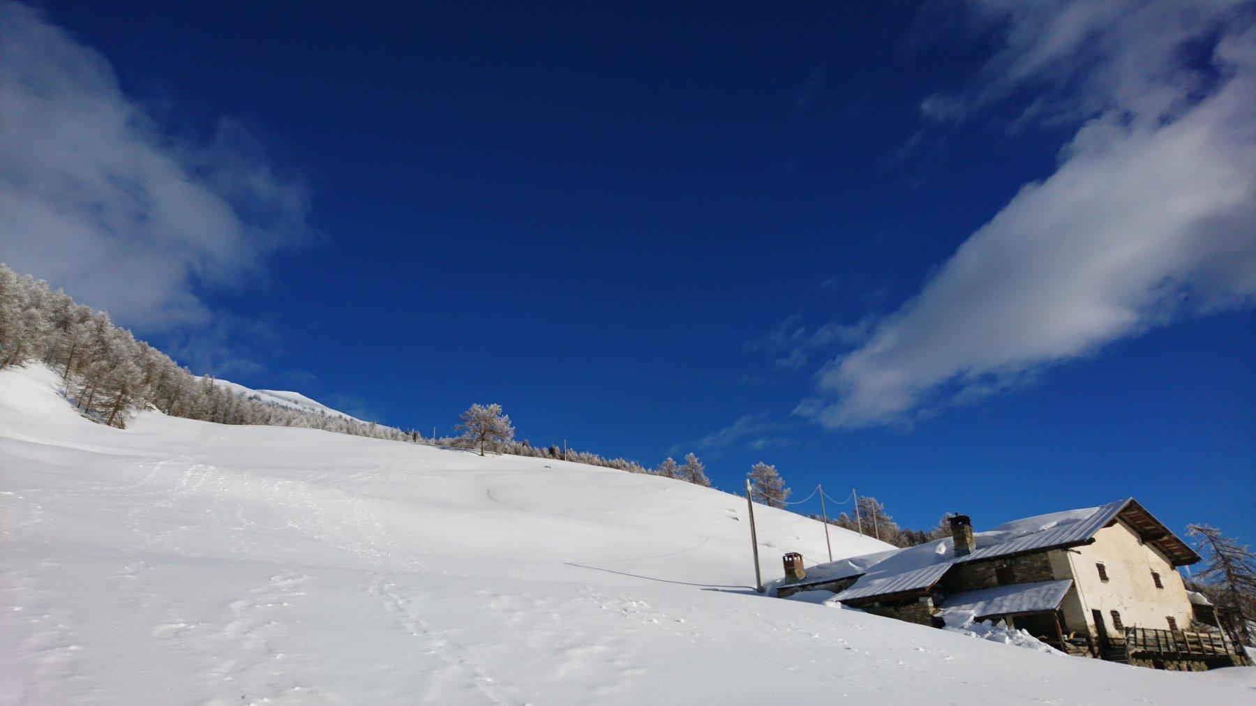 L'alpeggio incontrato e la cima sullo sfondo...