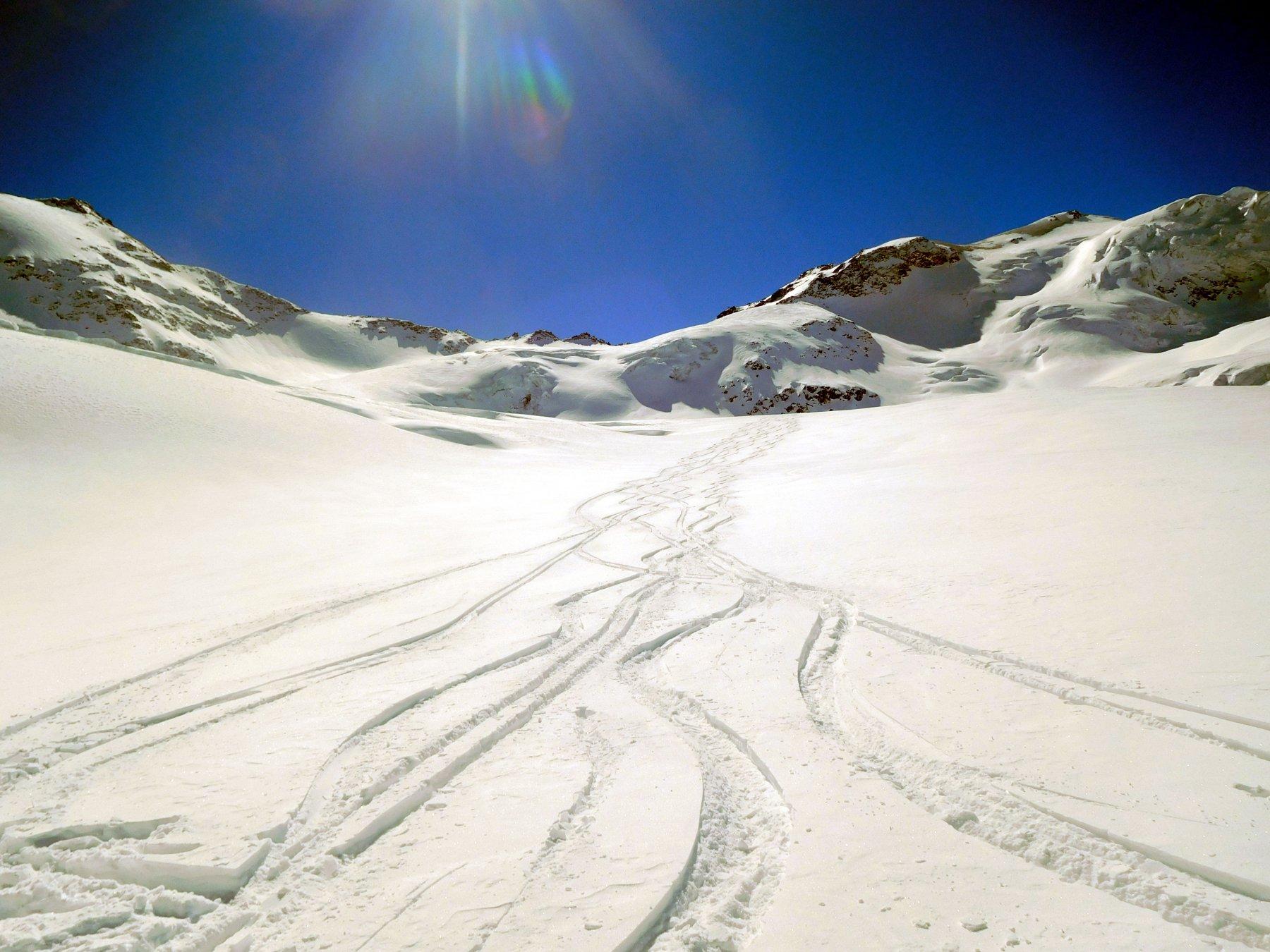 spostandosi verso la destra orografica del ghiacciaio