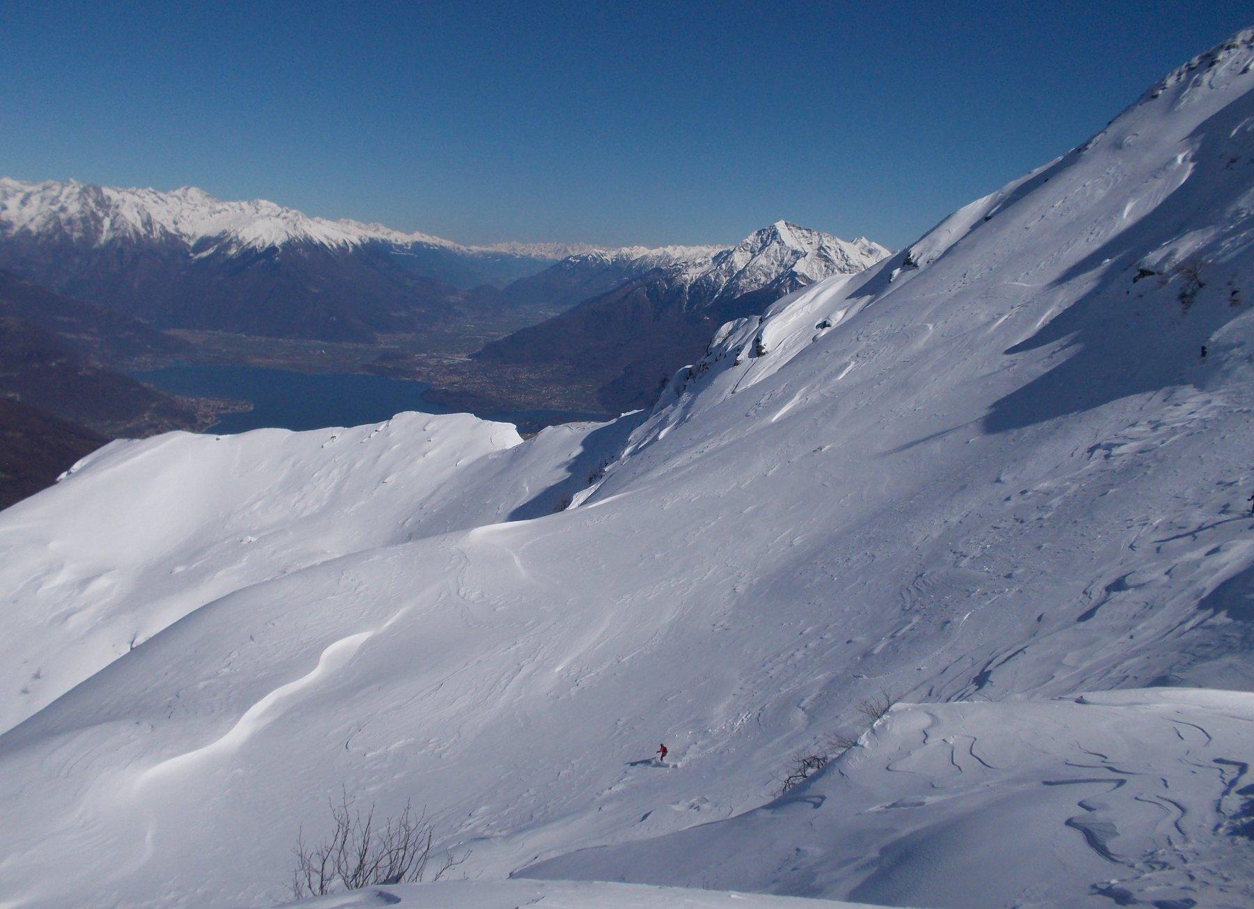 Lago di Como e la Valtellina sullo sfondo