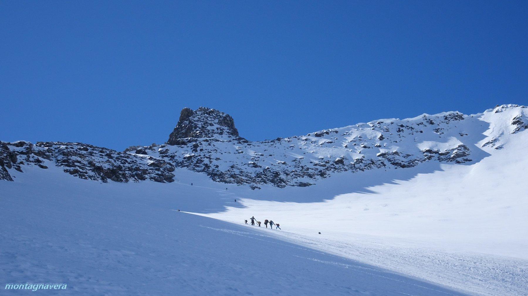 verso il passaggio sul colle oltre i 3000m sotto la cima