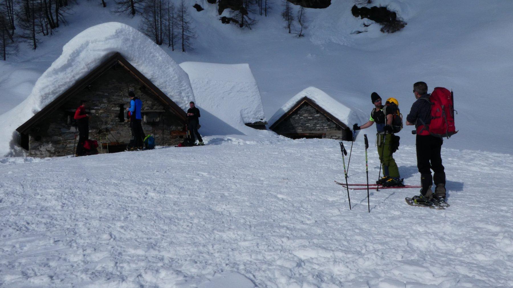passando dall'Alpe Misanco sommerso dalla neve