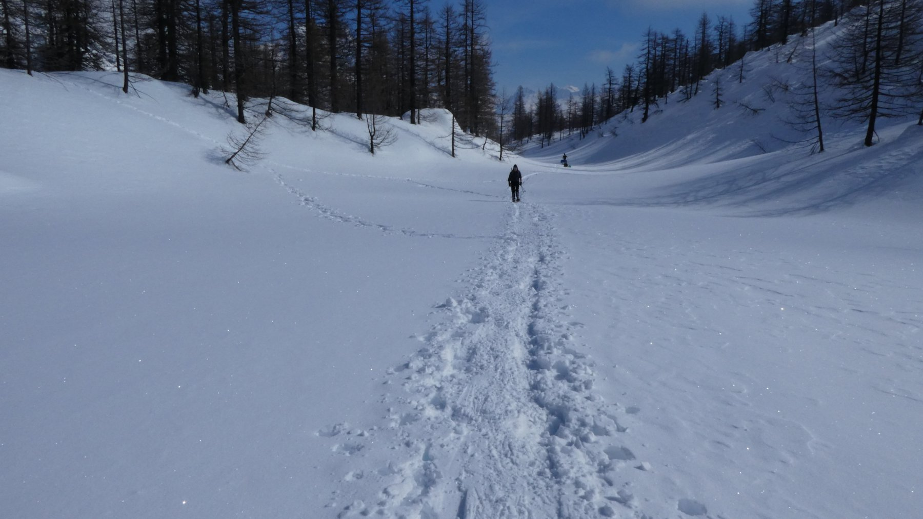 salendo un pianoro in Val Buscagna, a quota 2050 m