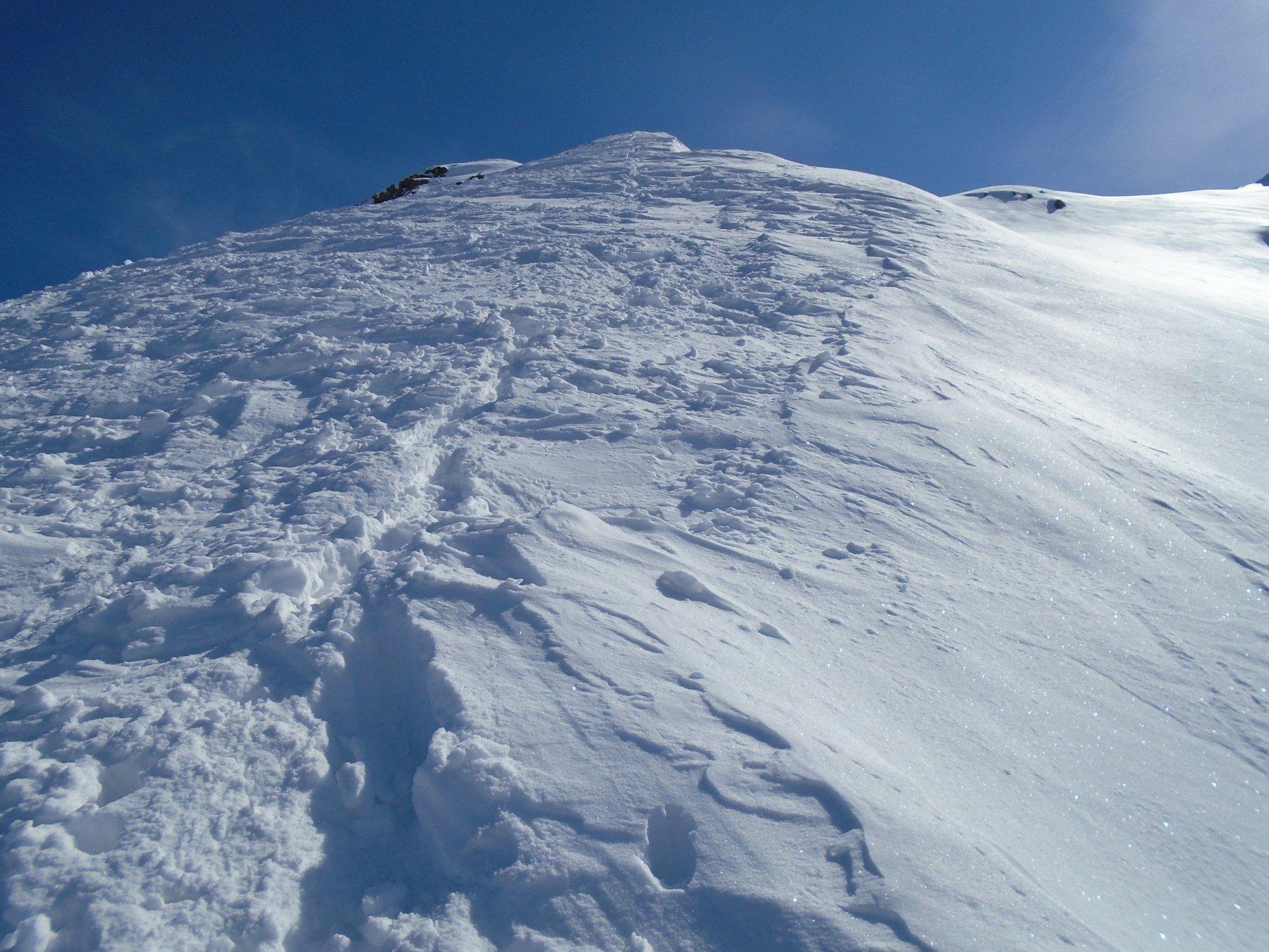 Discesa cresta: ripido, ma neve fresca abbondante e facile
