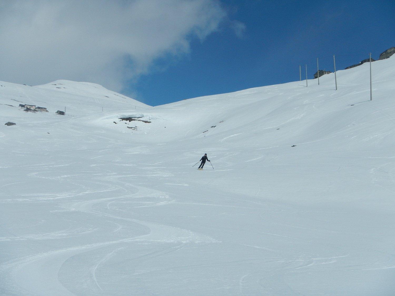 discesa su bella neve primaverile