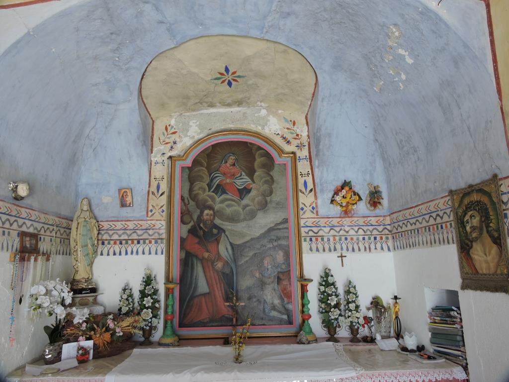 Interno della Cappella accanto al Rif. Tre Magi