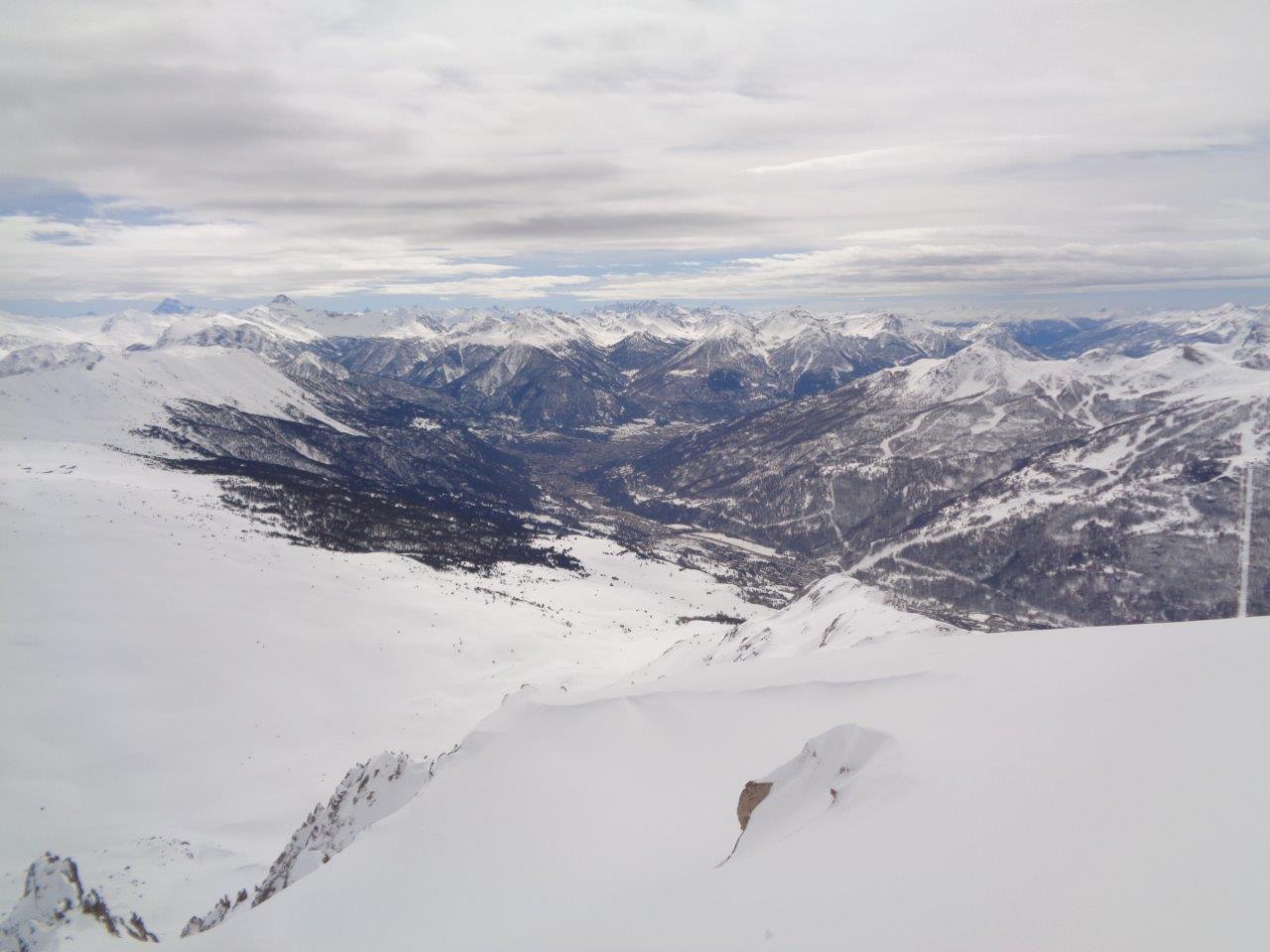 vista di Briancon ancora con la neve fino quasi nel paese anche a sud