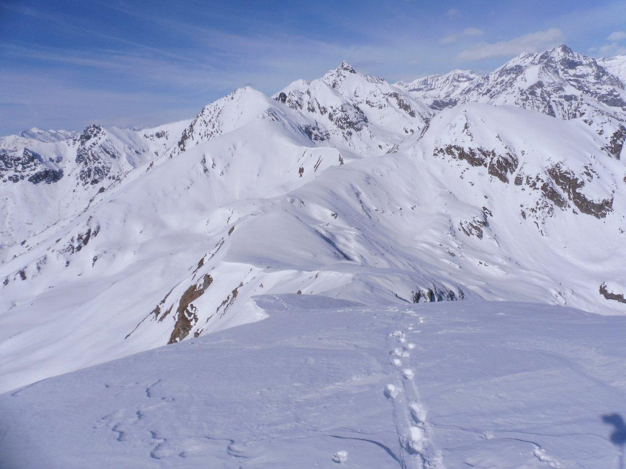 01 - salita lungo la cresta ovest, sullo sfondo Adois e Lunella