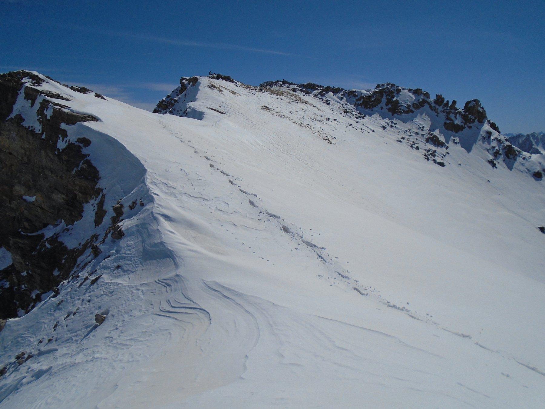Vetta sciistica vista dal versante opposto (sul percorso verso la vetta vera)