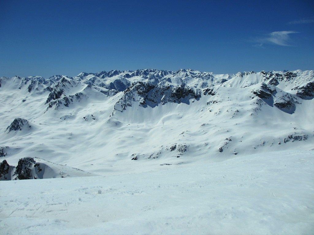 Dal M.Cassorso panoramica a sud sulle cime dei valloni Bernolfo, Ischiator, Piz ecc.