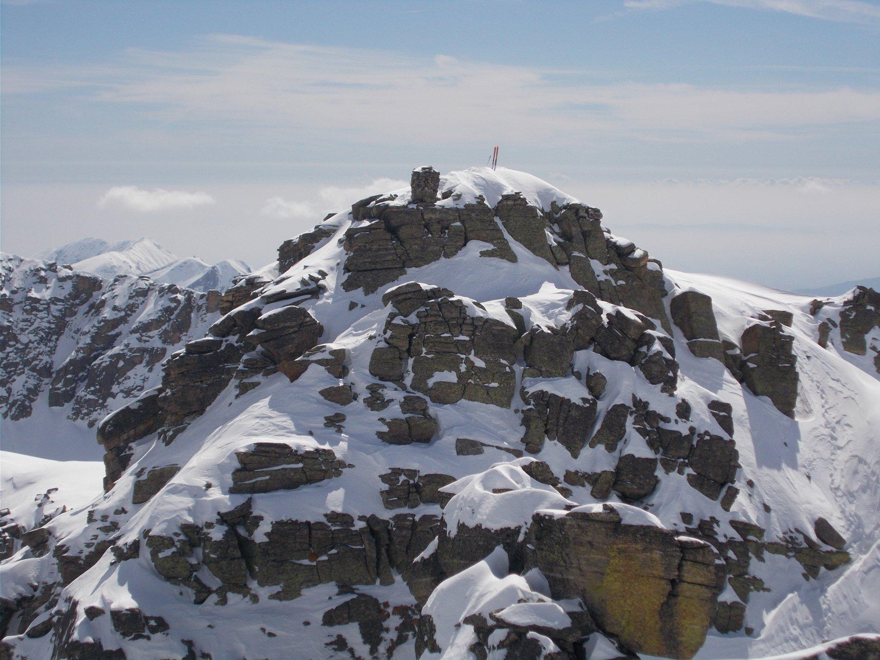 la cima escursionistica dal torrione nord ovest..