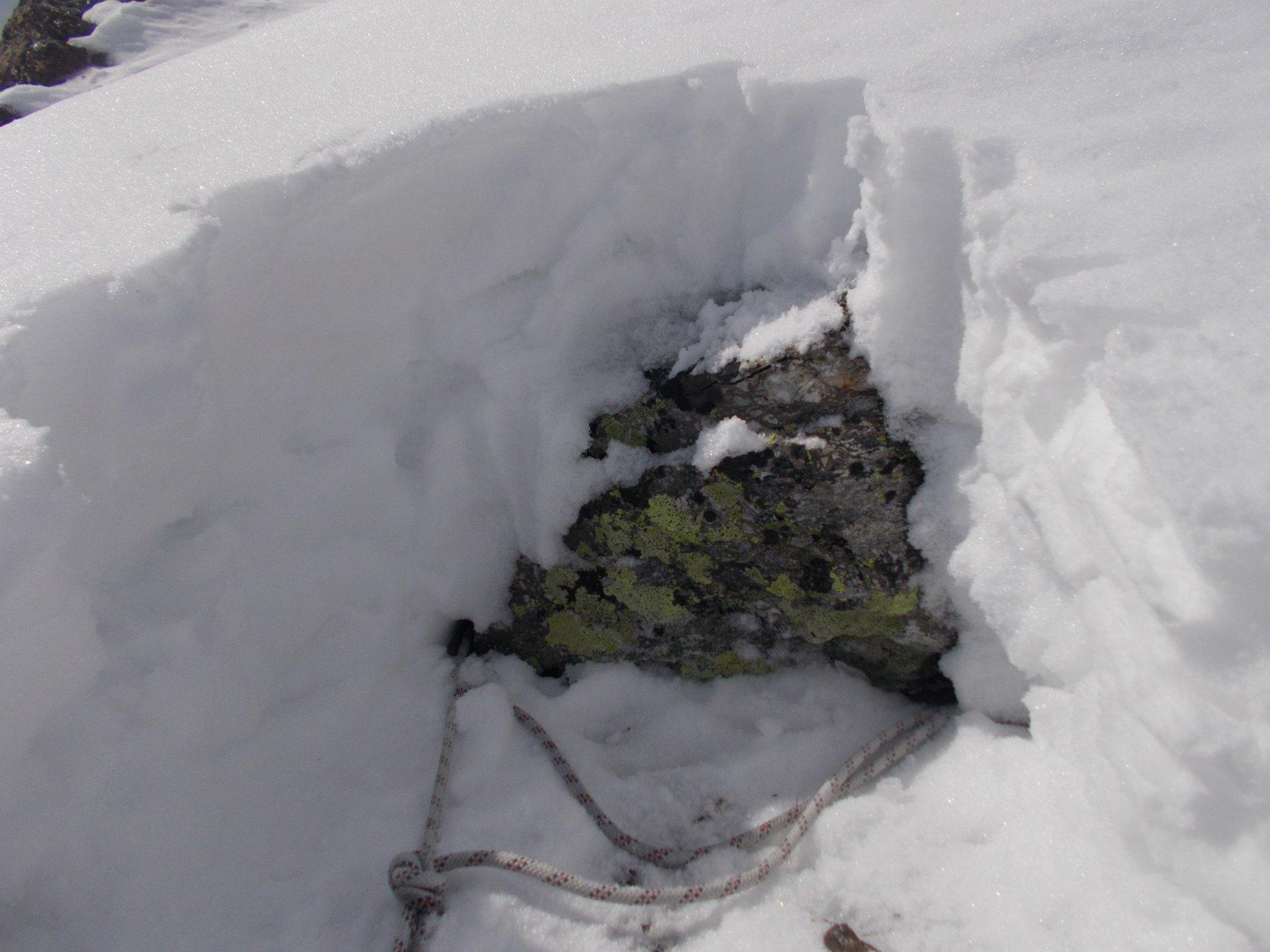 ancoraggio ben fatto..solo da ripulire dalla tanta neve che lo ricopre..