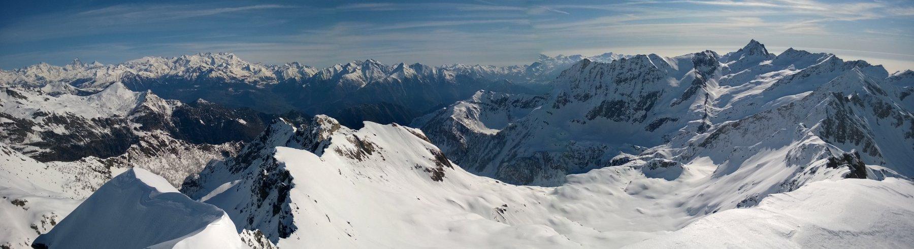 Dalla cima. Panoramica verso nord-est