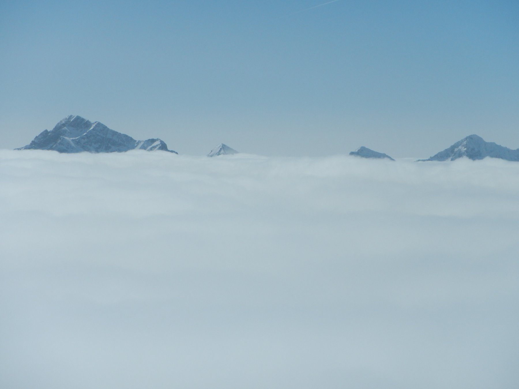 mare di nuvole e nebbie sulla Valle D'Ayas