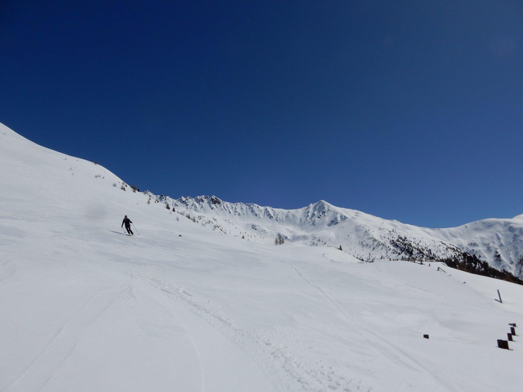 In discesa su neve primaverile fantastica