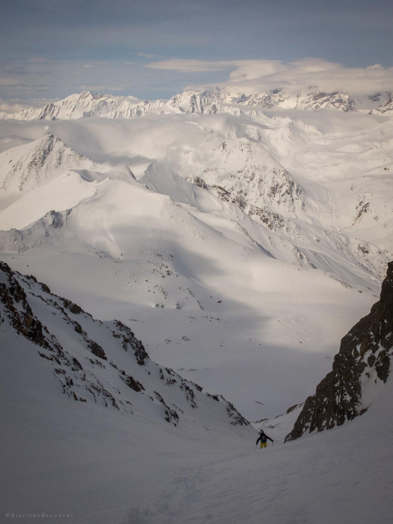 Colpo d'occhio sul Monte Bianco avvolto dalle nubi