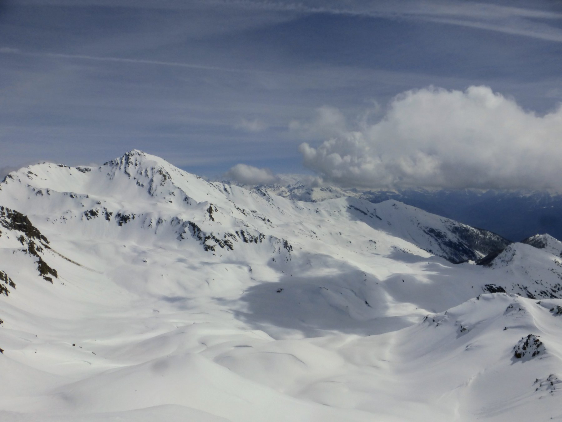 verso il Fallère quantità di neve da far invidia ai mesi invernali