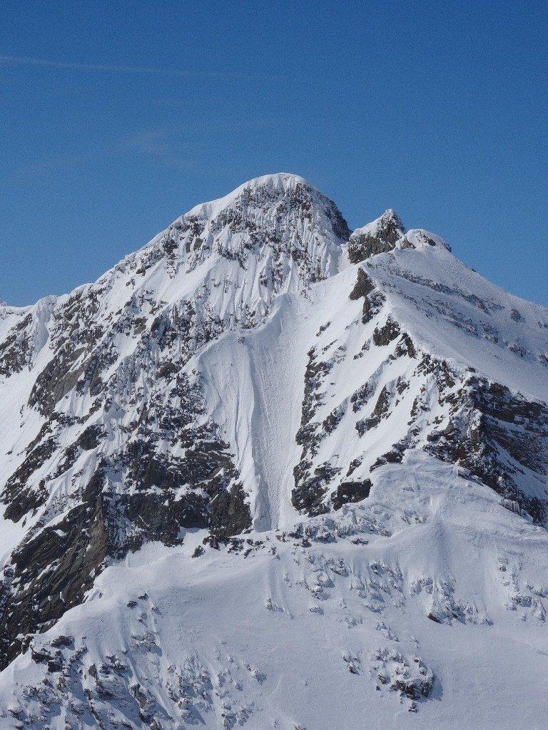 La linea appena scesa. Foto scattata lo stesso giorno dalla P. Girard da due alpinisti francesi e pubblicata su Skitour