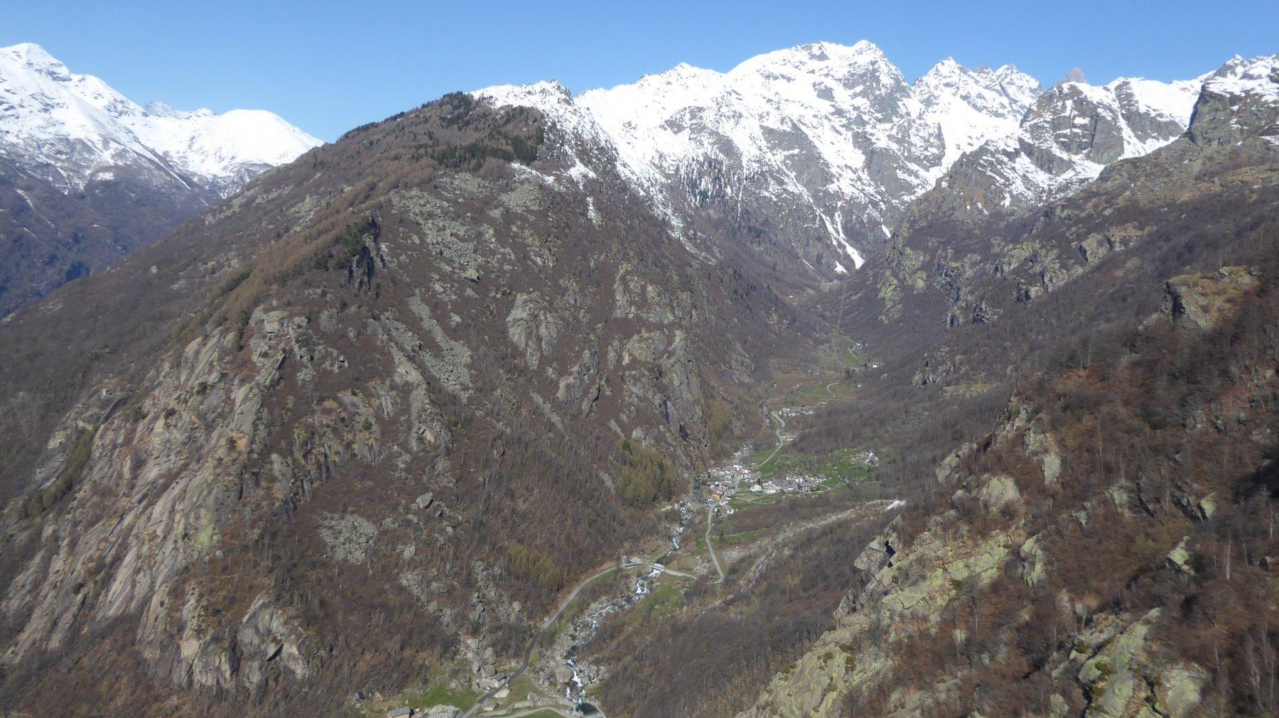Dalla Testa d'Aj, panorama a monte