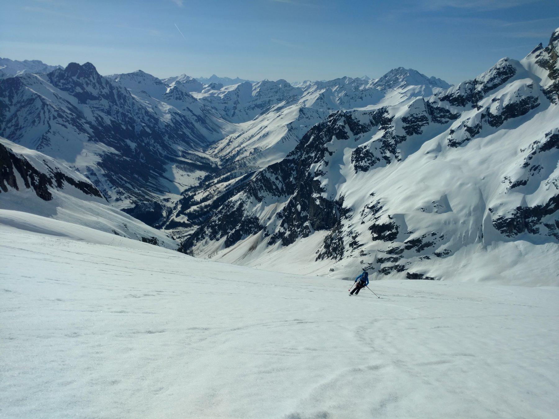 Glacier de l'A.Neuve , in fondo la fouly