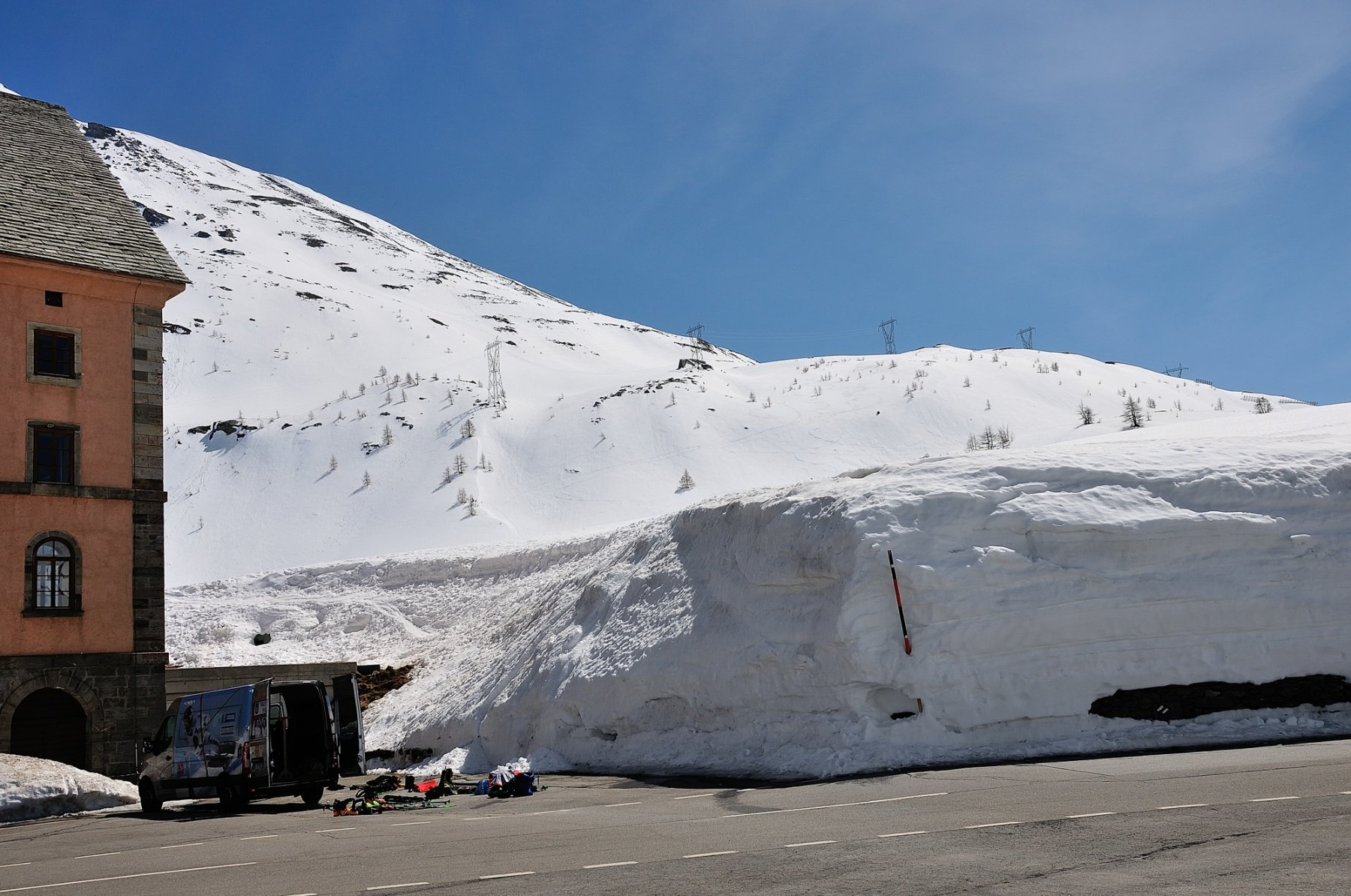 Muro di neve all'ospizio del Sempione