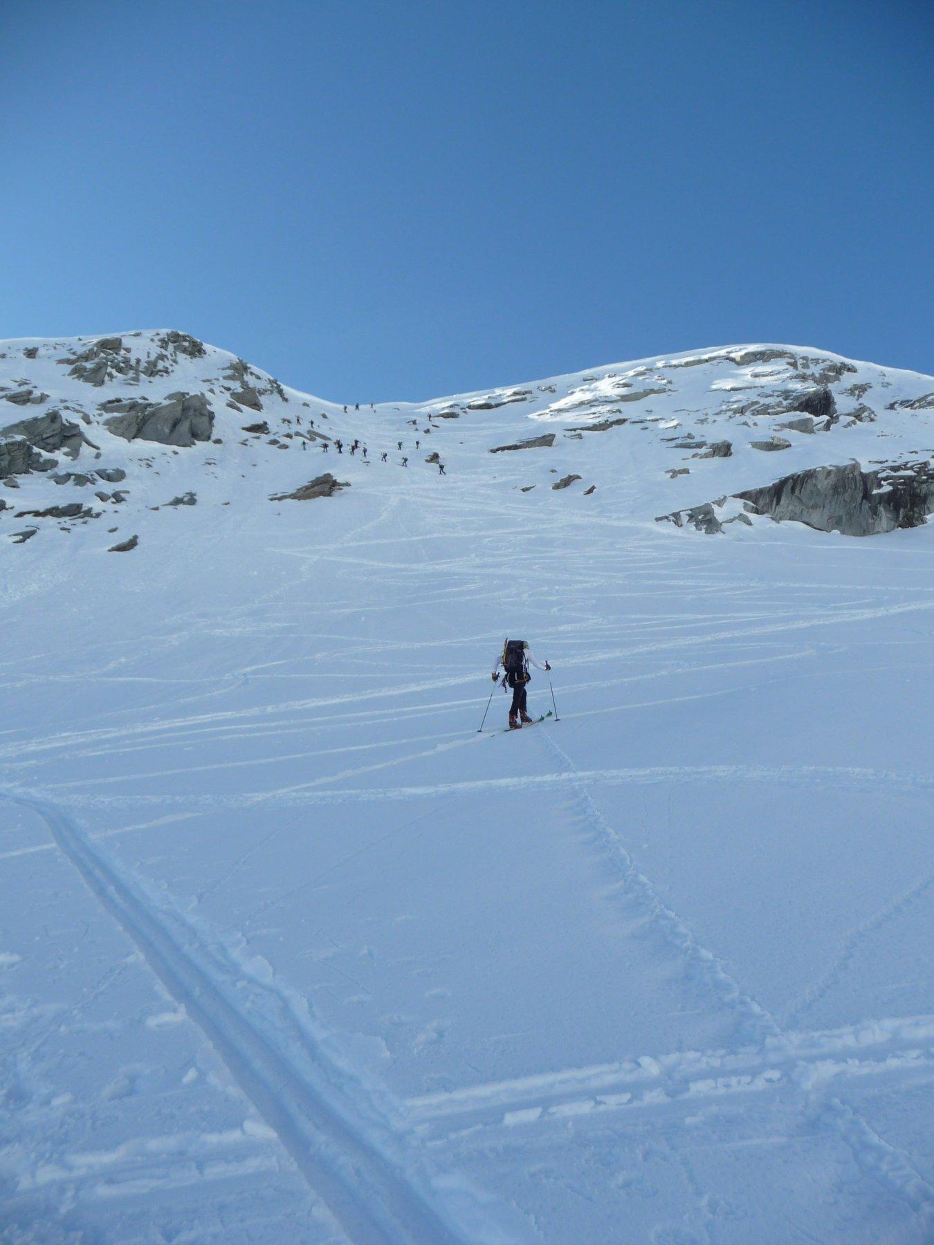 'Traffico' sul pendio canale tra il ghiacciaio Lauson e Grand Vallon
