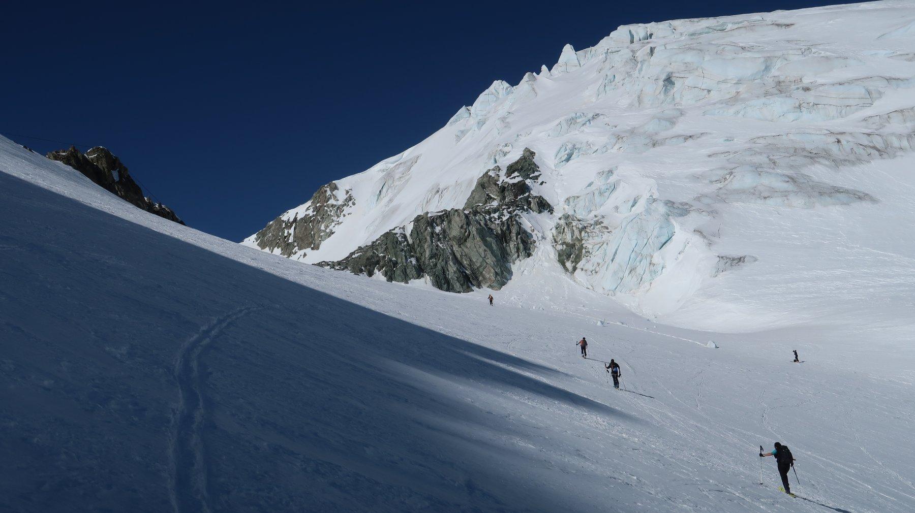 arrivando al Col des Vignettes, a dx la tormentata cresta Est della Pigne d'Arolla
