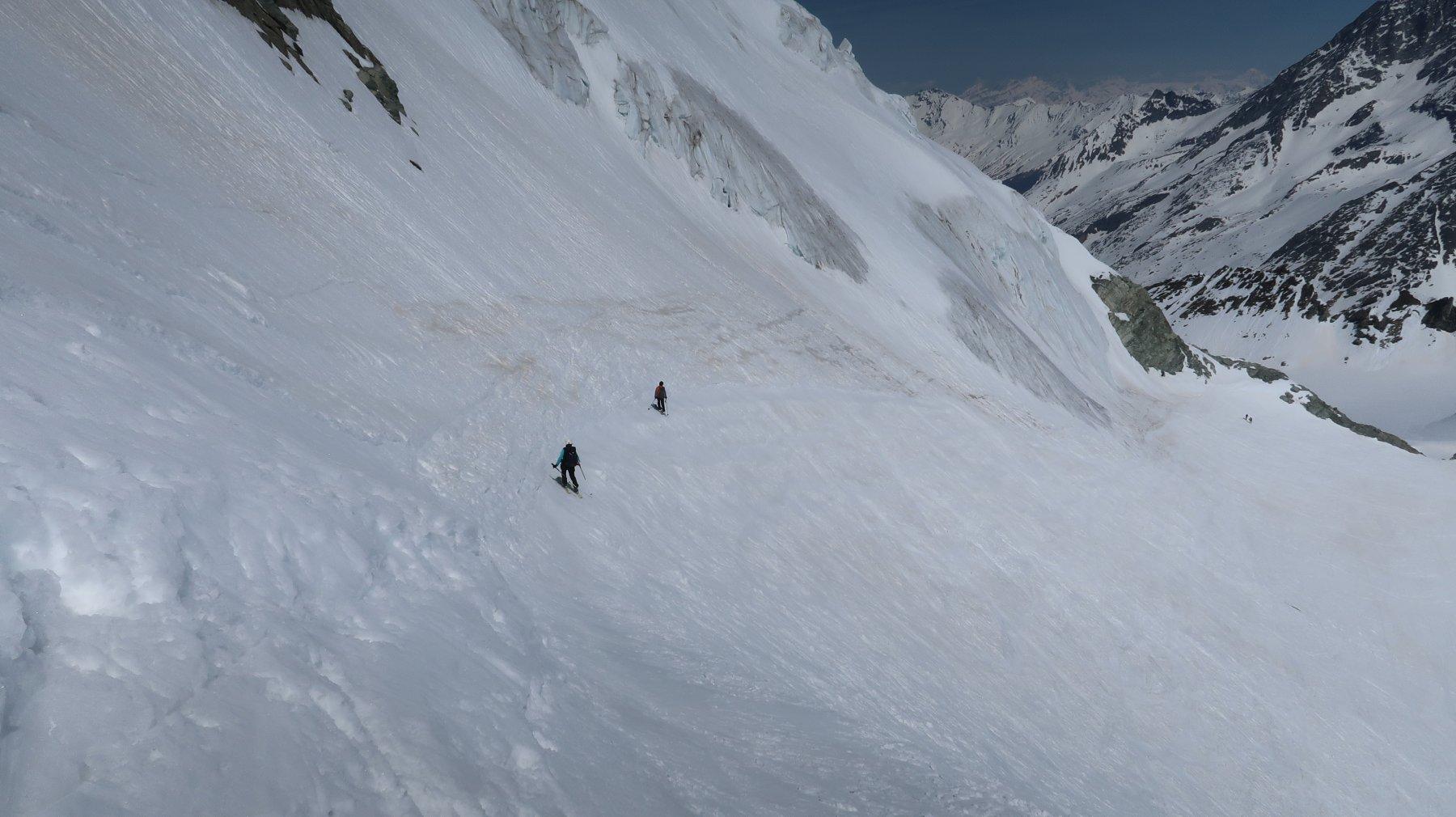 con neve mollata il giusto sul fondo durissimo si può derapare alti per tornare al Col des Vignettes senza risalire