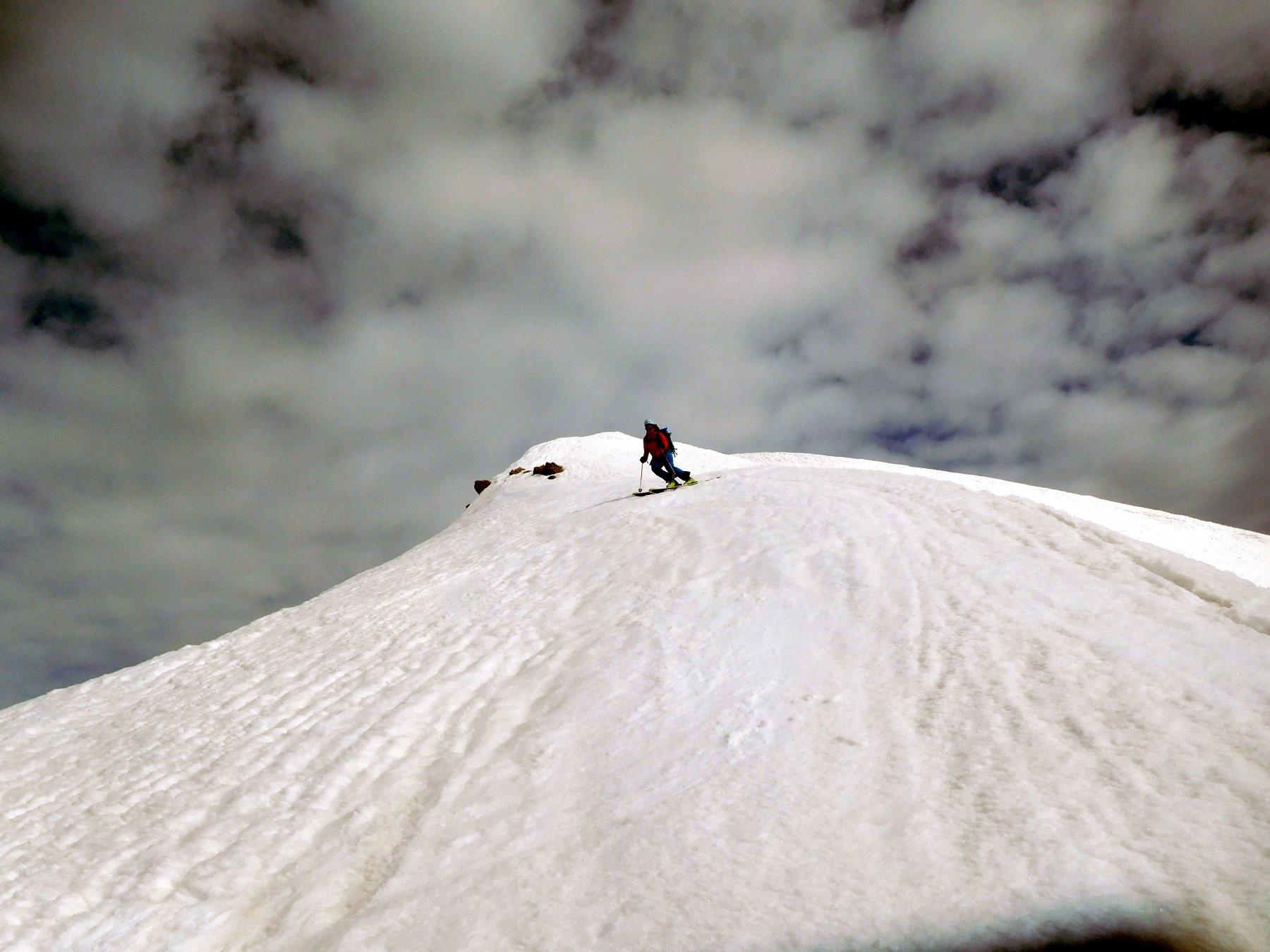 in alto cercando la neve più liscia