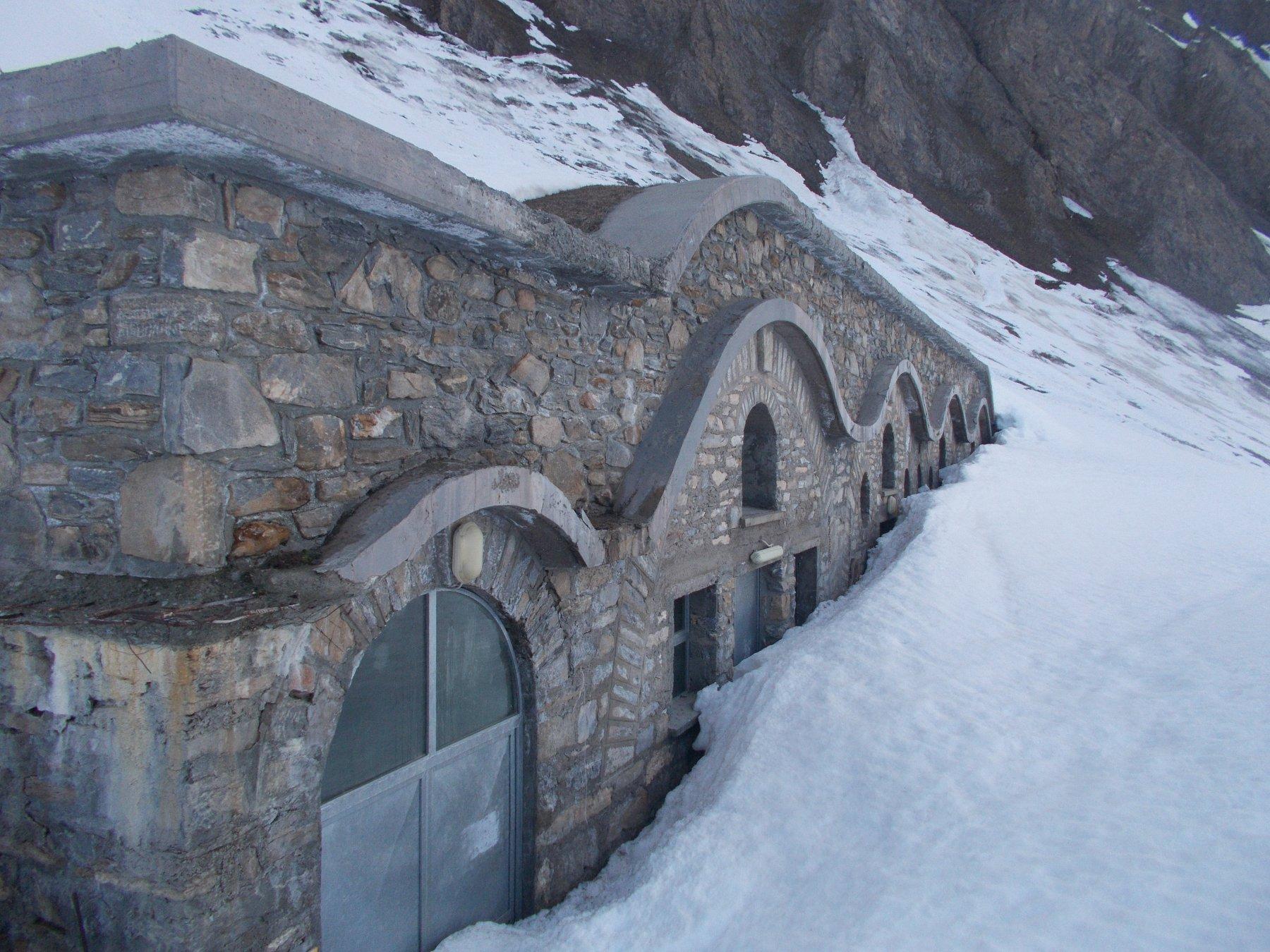 tanta la neve ancora alle Alpi la Tsa di Merdeux..