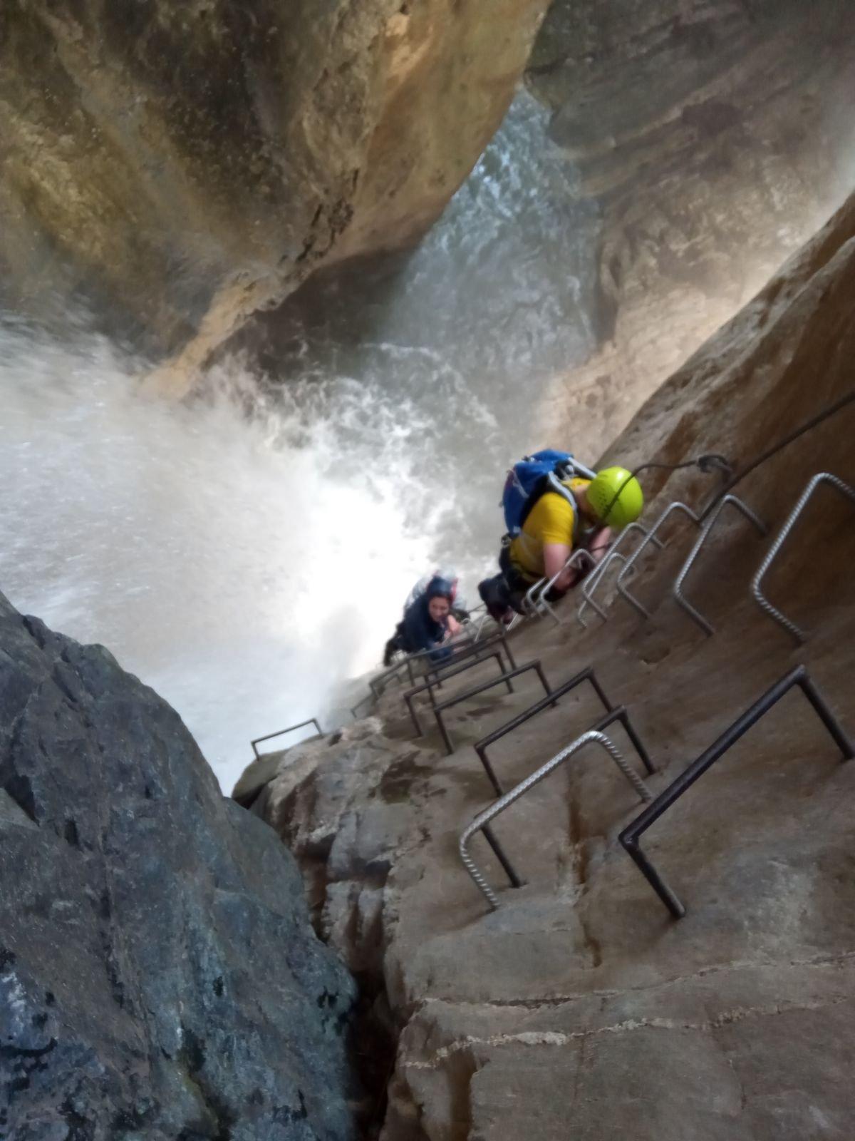 Risalendo la prima cascata