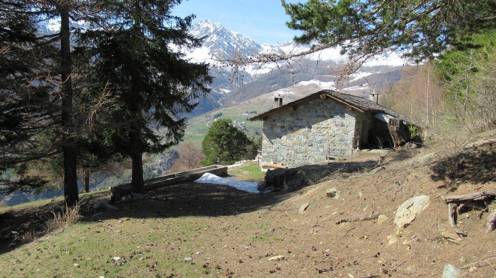 Alpe La Pesse Dessus e in fondo il Faroma