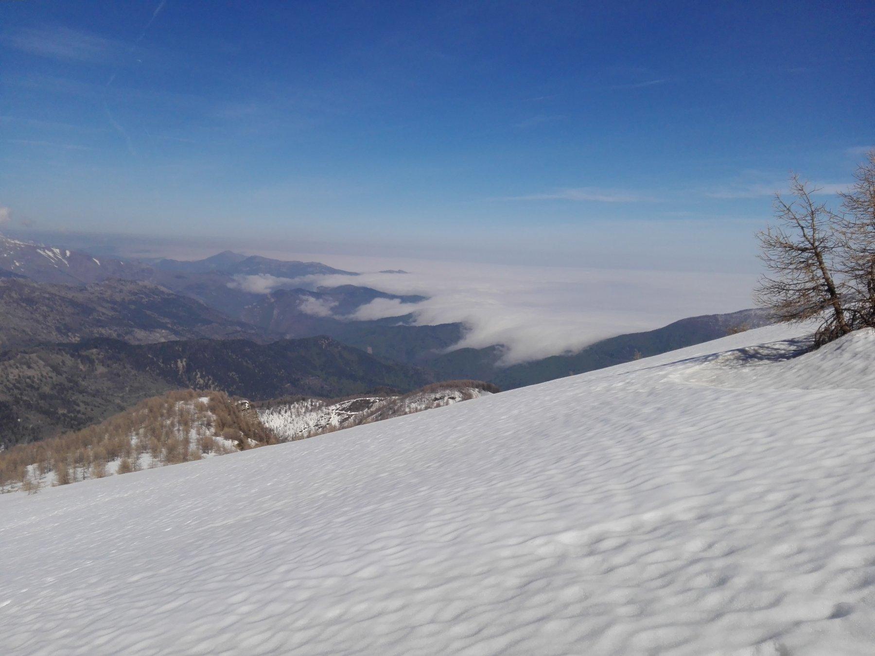 Quindi io iniziale e nubi basse in Liguria sullo sfondo