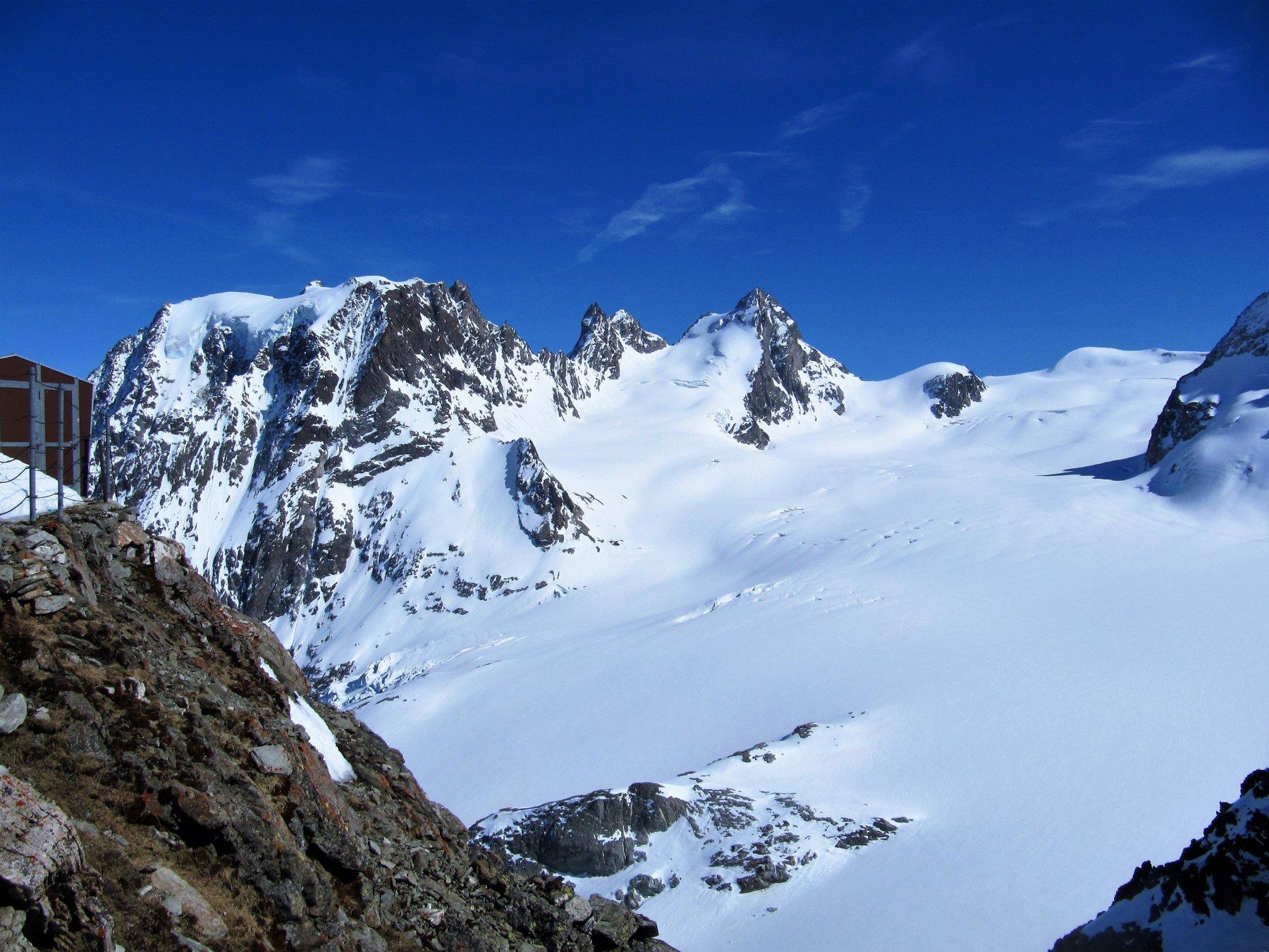 Mont Collon, Eveque e Becca d'Oren dalla Cabane.