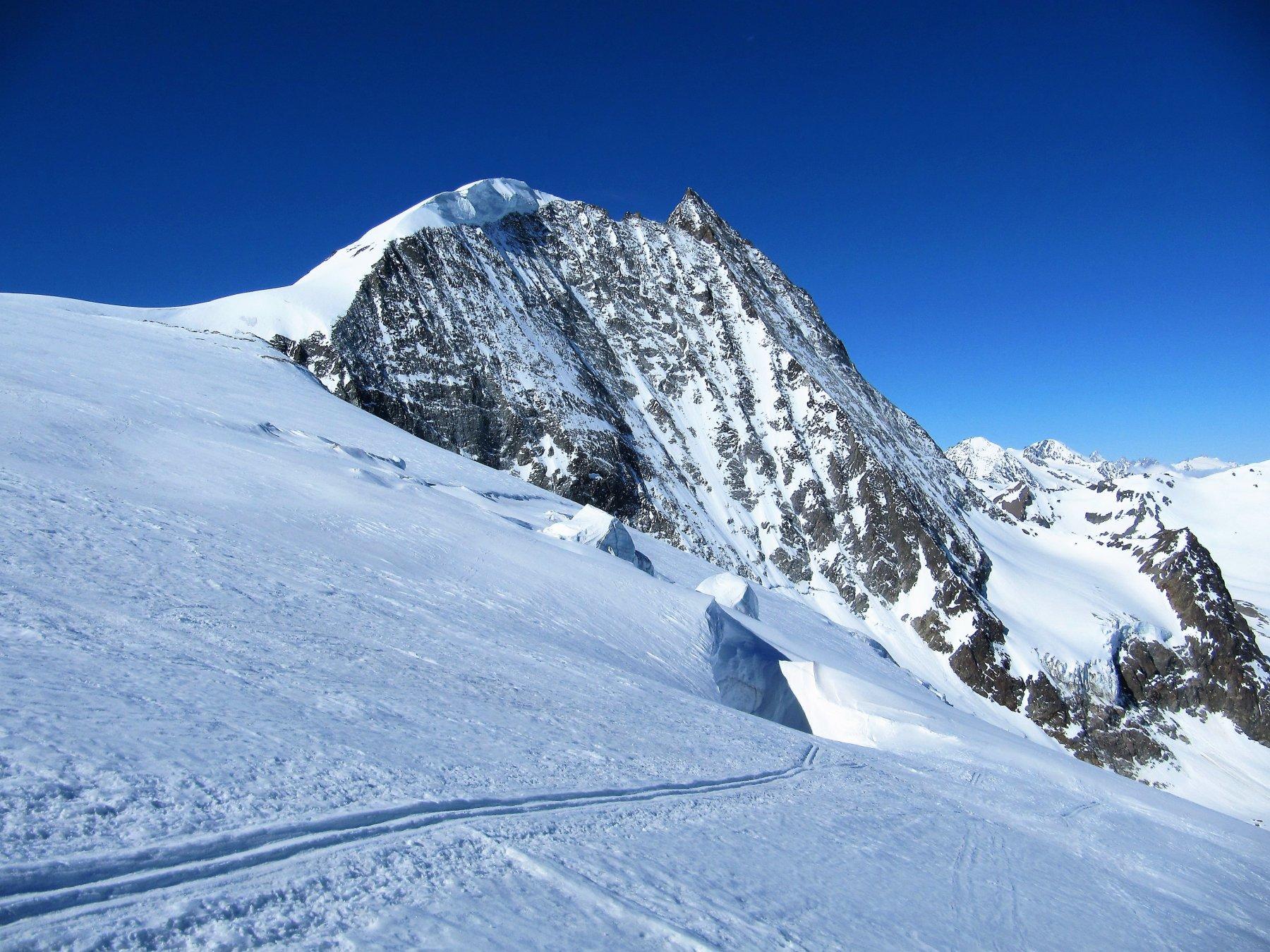 Mont Blanc de Cheillon scendendo verso la Cabane de Dix