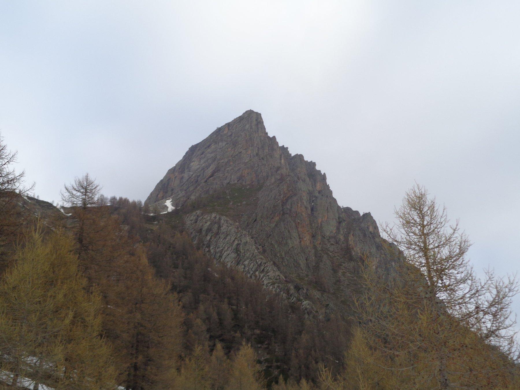 La Rocca di Pratolungo vista dalle Grangie Servino