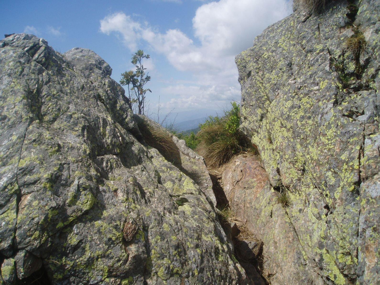 Breve passo su roccia.
