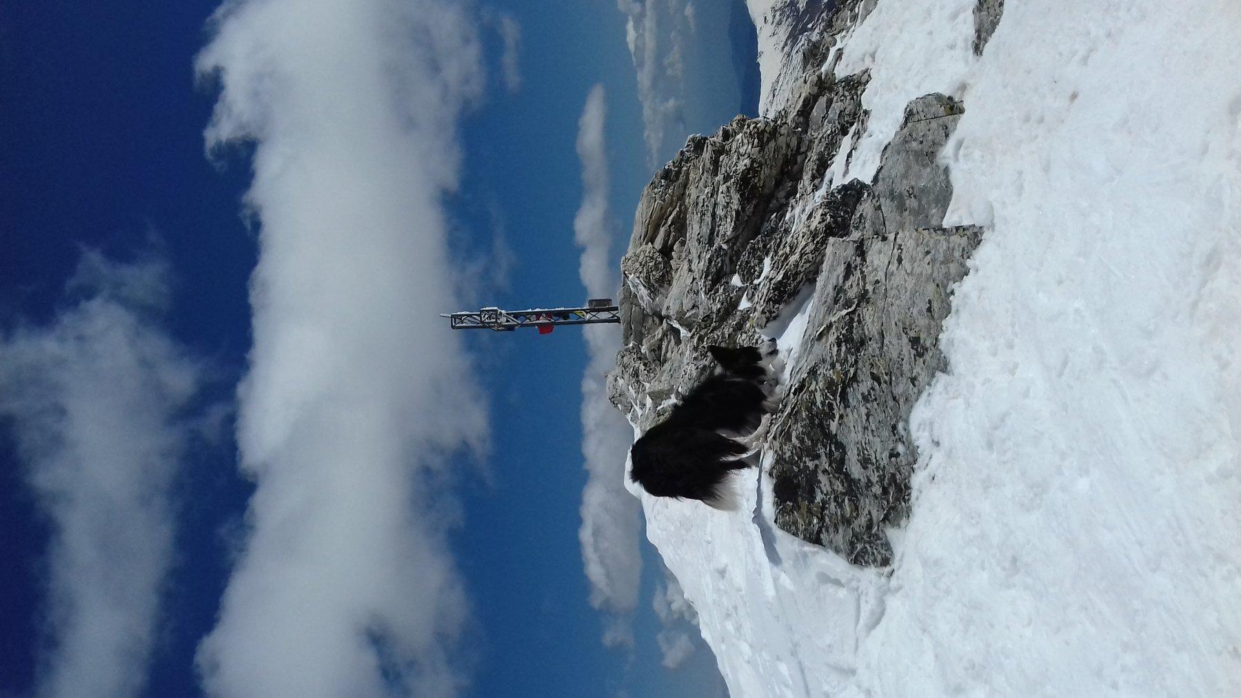 cima con croce ghiacciata