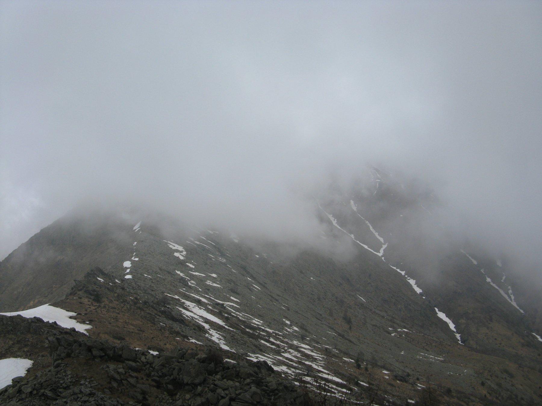 il Civrari avvolto dalle nebbie