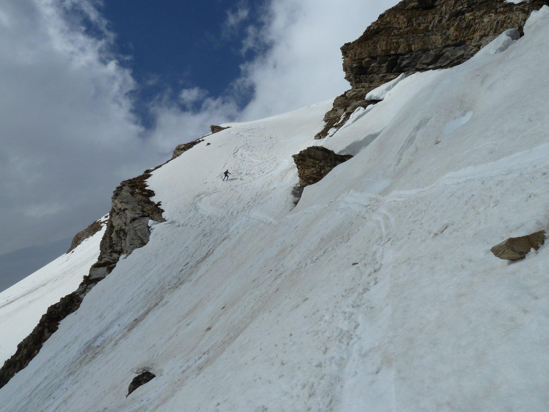 breve tratto ripido su neve umida