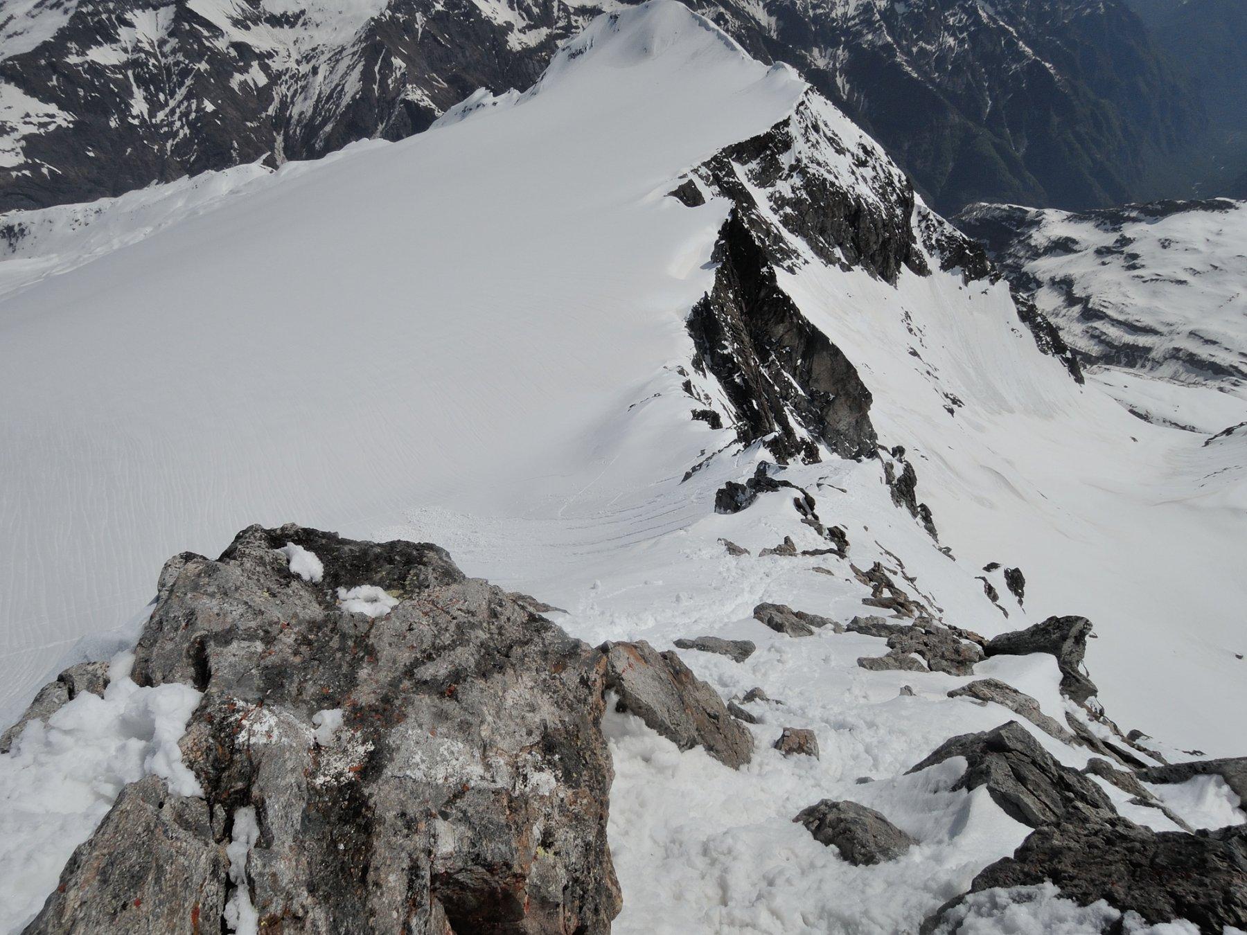 La cresta Est del Basodino vista dalla cima