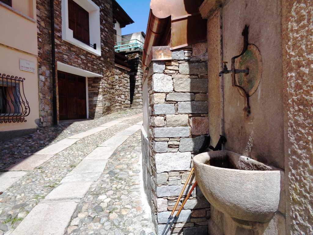 Fontana funzionante a Levo