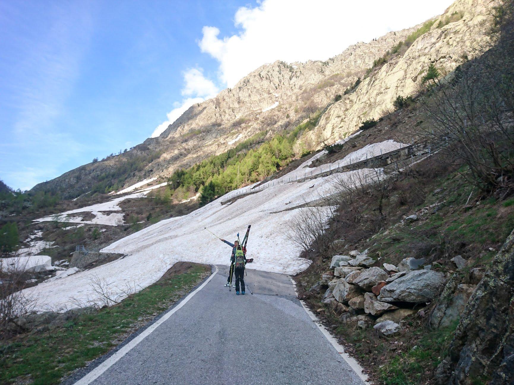 Cumuli di neve sulla strada