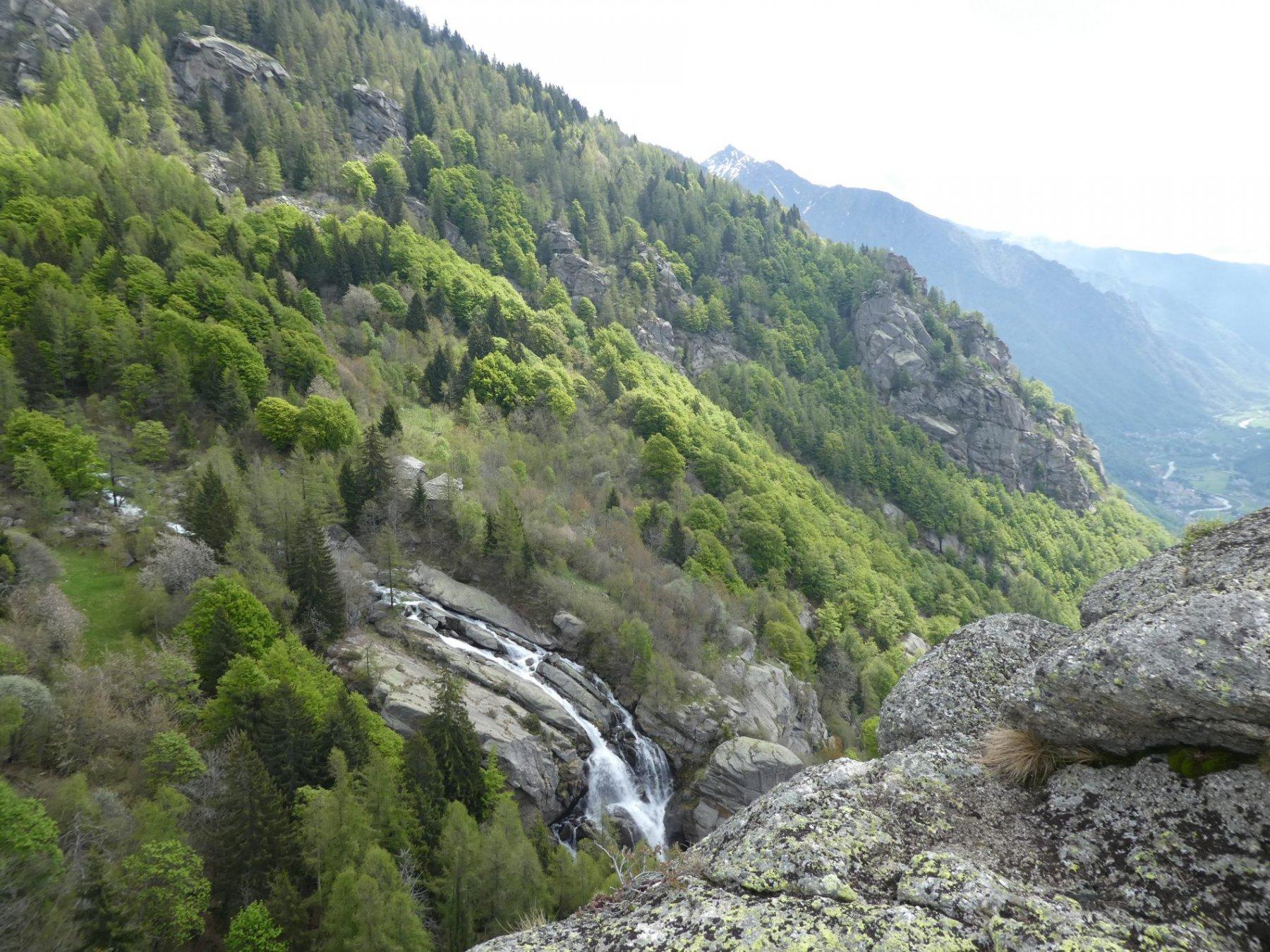 dalla punta veduta cascata e Bellavarda sullo sfondo